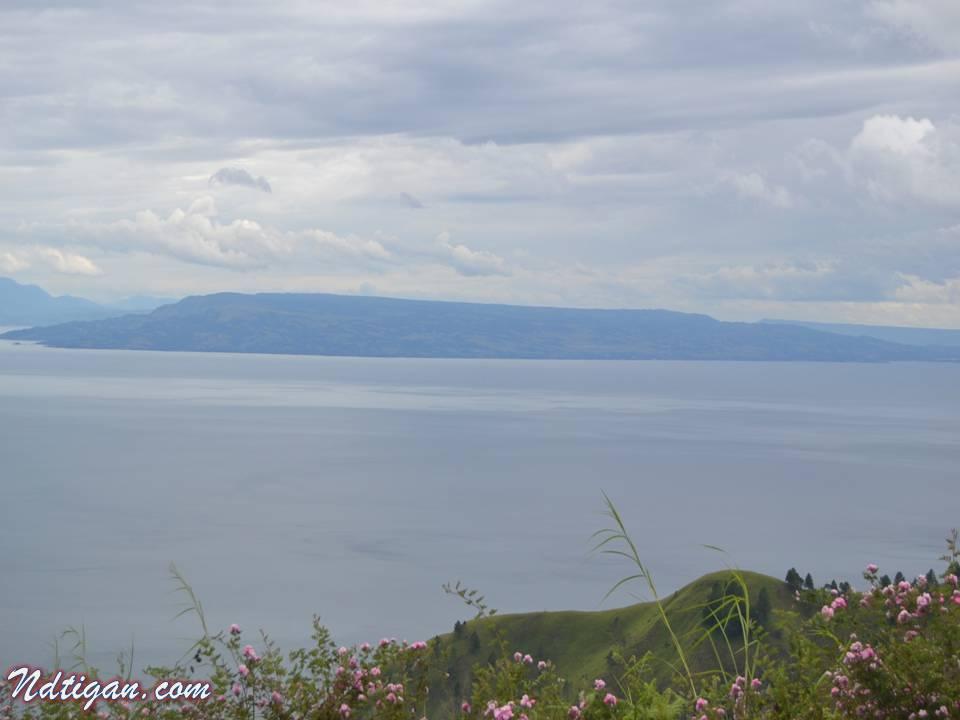 Danau Toba damai dan tenang