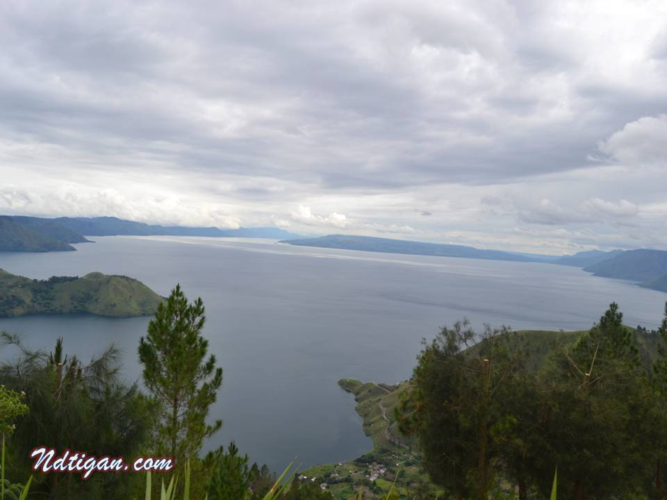 bentuk Danau Toba tampak jelas
