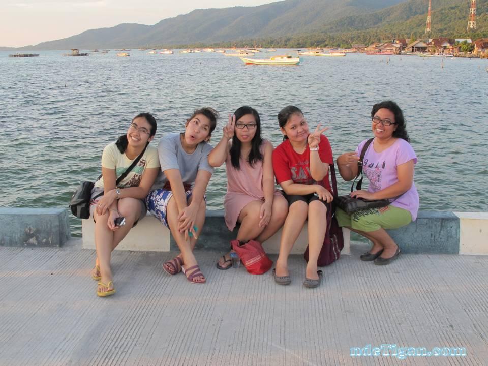 here we are (left-right : Rika, kak Bunga, Enjel, Kak Frida, Kak Rahma)