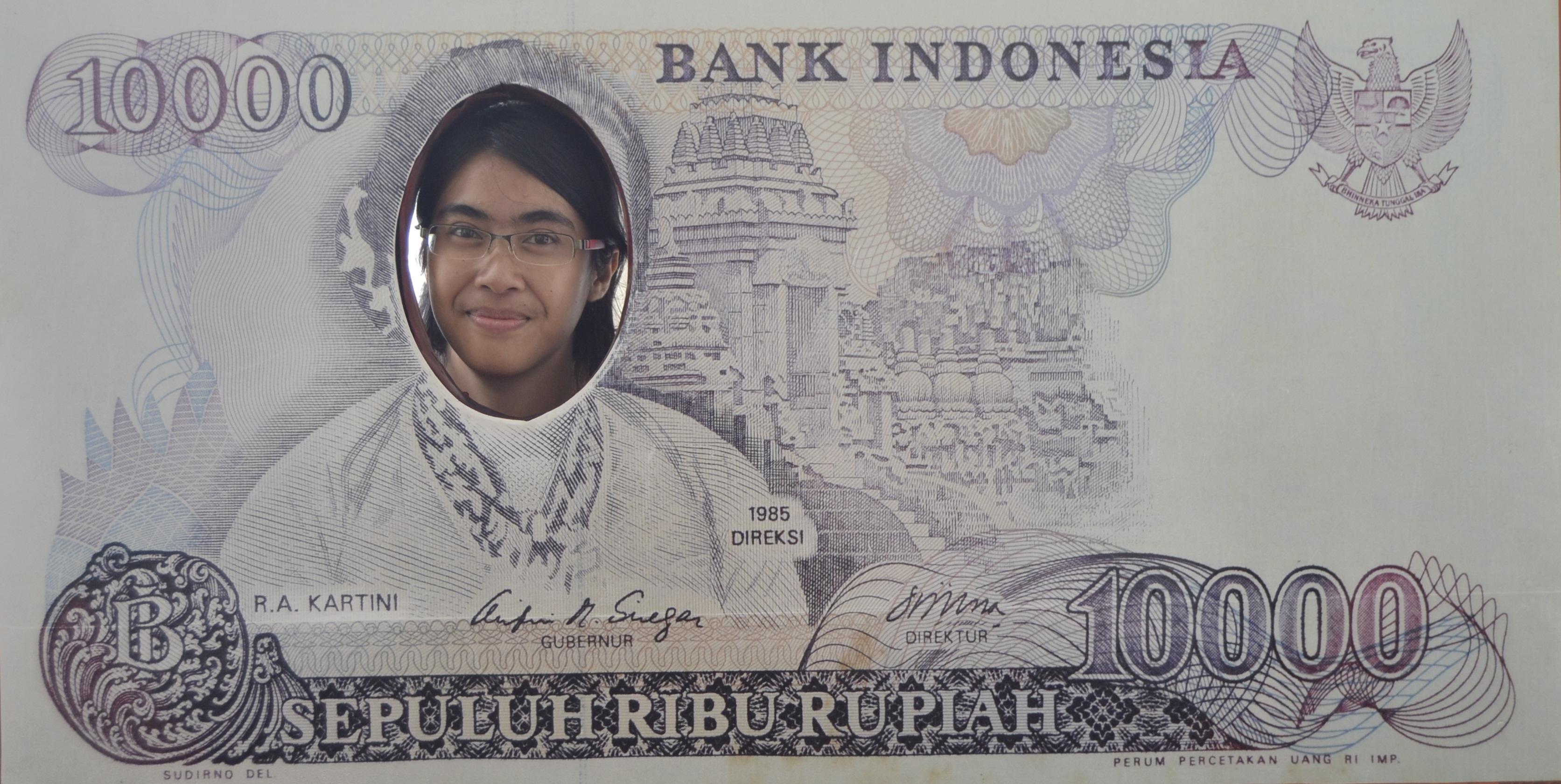 change your money with this! hahahaa... --> bisa berfoto begini di salah satu sudut di Museum Indonesia, :D