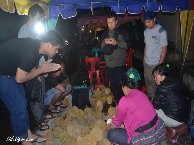 Berburu Durian