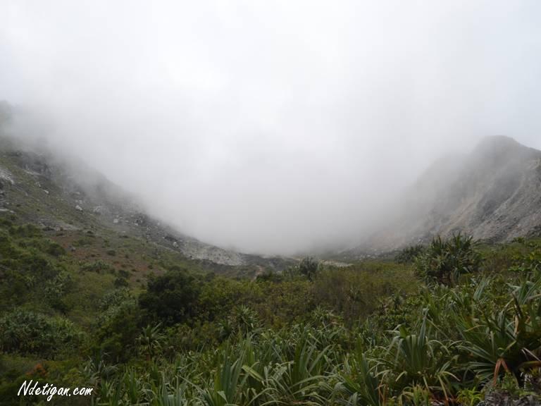 Menuju Lembah Kawah