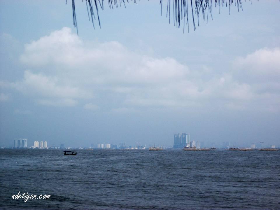 Jakarta dari Pulau Cipir