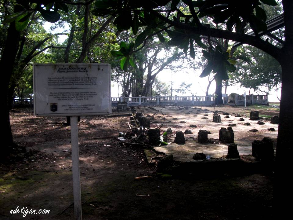 Situs barak karantina haji di Pulau Onrust tahun 1911